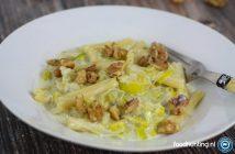 Pasta gorgonzola prei en walnoten (pasta gorgonzal, porro e noci)